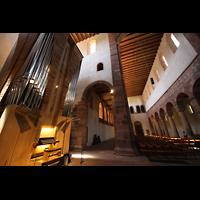 Alpirsbach, Klosterkirche, Blick auf die Orgel und das Hauptschiff