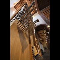 Alpirsbach, Klosterkirche, Orgel perspektivisch mit Horizontalpfeifen der Alpflöte im Vordergrund