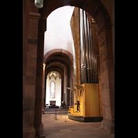Alpirsbach, Klosterkirche, Blick vom Seitenschiff zur Orgel