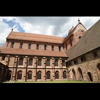 Alpirsbach, Klosterkirche, Blick vom Kreuzgang auf die Klosterkirche