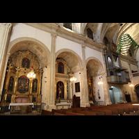 Campanet (Mallorca), Sant Miquel, Seitenschiff mit Altären und Orgel