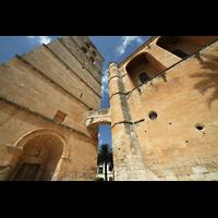 Muro (Mallorca), Sant Joan Baptiste, Turm und Kirchenschiff mit Verbindungsgang