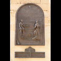 Petra (Mallorca), Sant Pere, Gedenktafel zum 300-jährigen Jubiläum