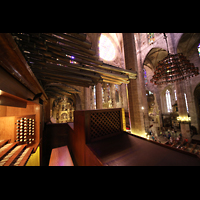 Palma de Mallorca, Catedral La Seu, Chamaden und Spieltisch mit Blick zum Chor