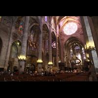 Palma de Mallorca, Catedral La Seu, Nördliches Seitenschiff mit Orgel und Chorraum