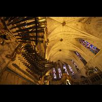 Palma de Mallorca, Convento Sant Francesc, Chamaden und Blick zum Gewölbe und den bunten Glasfernstern