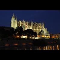Palma de Mallorca, Catedral La Seu, Außenansicht in der Dämmerung