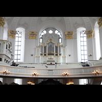 Hamburg, St. Michaelis, ''Michel'' (Krypta-Orgel), Blick von der Südempore zur Konzertorgel