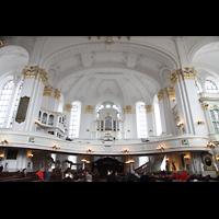 Hamburg, St. Michaelis, ''Michel'' (Krypta-Orgel), Blick von der Südempore zur Nordempore mit Konzertorgel