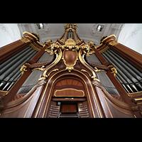 Hamburg, St. Michaelis, ''Michel'' (Krypta-Orgel), Hauptorgel perspektivisch mit Spieltisch