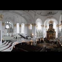Hamburg, St. Michaelis, ''Michel'' (Krypta-Orgel), Konzertorgel und Chorraum - in der Mitte der Zentralspieltisch