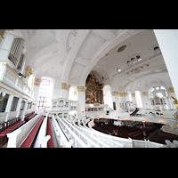 Hamburg, St. Michaelis, ''Michel'' (Krypta-Orgel), Blick von der Carl-Philipp-Emanual-Orgel auf der Südempore zur Hauptorgel