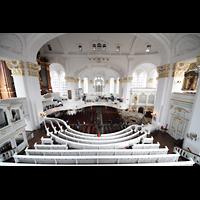 Hamburg, St. Michaelis, ''Michel'' (Krypta-Orgel), Blick vom Spieltisch der Carl-Philipp-Emanual-Orgel zur Südempore