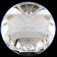 Hamburg, St. Michaelis, ''Michel'' (Krypta-Orgel), Carl-Philipp-Emanual-Orgel mit Blick zur Decke und Konzertorgel
