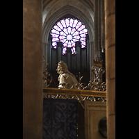 Paris, Cathédrale Notre-Dame (Hauptorgel), Blick durch den hinteren Chorumgang durchs Hauptschiff zur Orgel