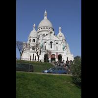 Paris, Basilique du Sacré-Coeur (Hauptorgel), Außenansicht und Fassade von schräg unten