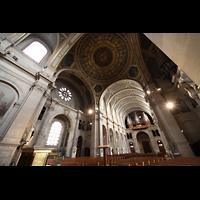 Paris, Saint-François-Xavier (Chororgel), Vierung mit Blick zur Orgel