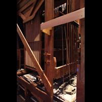 Denver (CO), St. John's Episcopal Cathedral (Main Organ), Mechanische Traktur-Abgänge hinter der kleinen Orgel