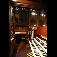 New York (NY), St. Thomas (Kleine Orgel), Spieltisch und Orgelprospekt