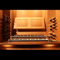 New York (NY), St. Thomas (Kleine Orgel), Spieltisch der kleinen Orgel