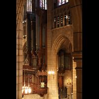 New York (NY), St. Thomas (Kleine Orgel), Blick von der Nordseitenschiffempore zur Hauptorgel (Südseite)