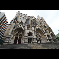 New York (NY), Episcopal Cathedral of St. John the Divine, Fassade