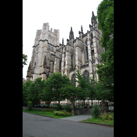 New York (NY), Episcopal Cathedral of St. John the Divine, Seitenansicht