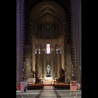 New York (NY), Episcopal Cathedral of St. John the Divine, Blick von der Vierung in den Chorraum
