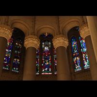 New York (NY), Episcopal Cathedral of St. John the Divine, Bunte Fenster im Hochchor