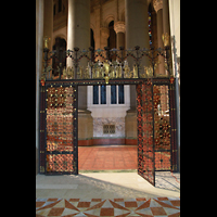 New York (NY), Episcopal Cathedral of St. John the Divine, Gitter im Chorumgang am Durchgang zu einer Kapelle