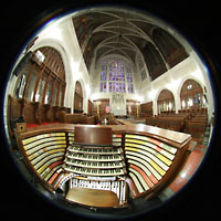 West Point (NY), Military Academy Cadet Chapel, Spieltisch und Chorraum mit Transept- und Chancel-Orgeln