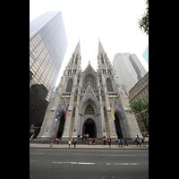 New York (NY), St. Patrick's Cathedral, Doppelturm-Fassade