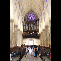 New York (NY), St. Patrick's Cathedral, Hauptschiff in Richtung Orgel