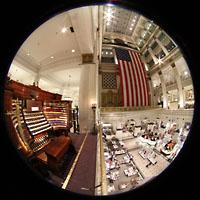 Philadelphia (PA), Macy's (''Wanamaker'') Store, Spieltisch und Blick in den Grand Court im Kaufhaus