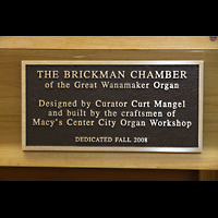 Philadelphia (PA), Macy's (''Wanamaker'') Store, Schild der Erbauer an der neuen Brickman Pfeifenkammer