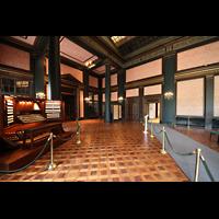 Kennett Square (PA), Longwood Gardens - Ballroom, Ballroom - die Orgel steht hinter den rechten hauchdünnen Stoffverkleidungen