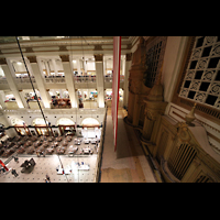 Philadelphia (PA), Macy's (''Wanamaker'') Store, Orgelprospekt (hinter USA-Flagge)