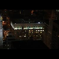 Philadelphia (PA), Macy's (''Wanamaker'') Store, Blick vom Pyramid Club (52. Etage) auf Macy's bei Nacht