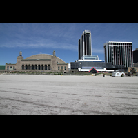Atlantic City (NJ), Boardwalk Hall (''Convention Hall''), Boardwalk Hall mit benachbarten Hotels