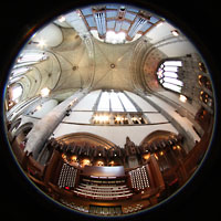 Chicago (IL), University, Rockefeller Memorial Chapel, Spieltisch mit Orgelprospekt