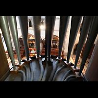 Chicago (IL), University, Rockefeller Memorial Chapel, Blick durch die Pedal-Prospektpfeifen zum Spieltisch