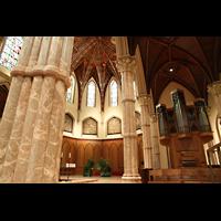 Chicago (IL), Cathedral of the Holy Name (Hauptorgel), Rechtes Seitenschiff mit Chororgel und Blick zum Chor