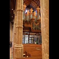 Chicago (IL), Cathedral of the Holy Name (Hauptorgel), Blick durch die Pfeiler zur Hauptorgel