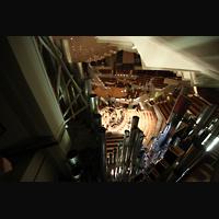Berlin (Tiergarten), Philharmonie, Blick durch die Pfeifen des Hauptwerks in den Konzertsaal