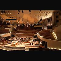 Berlin (Tiergarten), Philharmonie, Innenraum mit Orchesterbühne und Orgel