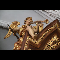 Bamberg, St. Stephan, Figurenschmuck und Verzierungen am Orgelprospekt