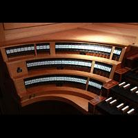 Bamberg, Konzert- und Kongresshalle, Linke Registerstaffel
