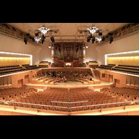 Bamberg, Konzert- und Kongresshalle, Innenraum in Richtung Orgel