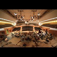 Bamberg, Konzert- und Kongresshalle, Blick vom Spieltisch in den Raum
