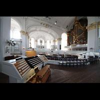 Hamburg, St. Michaelis, ''Michel'' (Krypta-Orgel), Zentralspieltisch, C.P.E.-Bach-Orgel und Hauptorgel